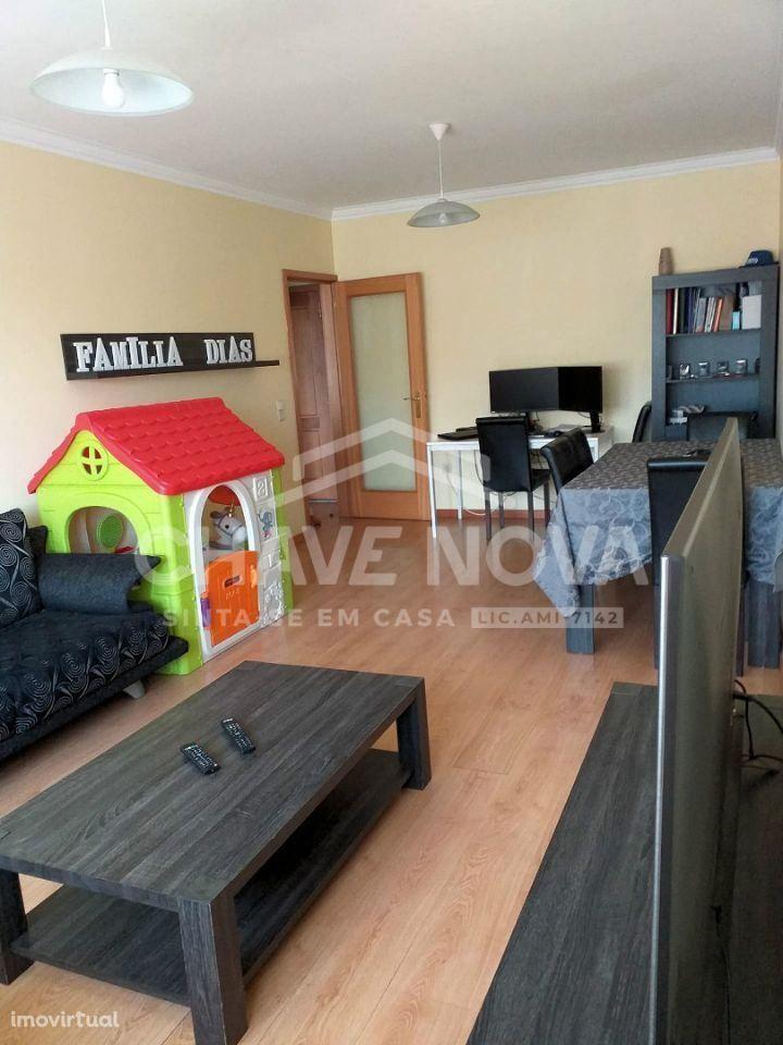 Apartamento T2 c/ garagem box 2 viaturas - Junto ao ISMAI