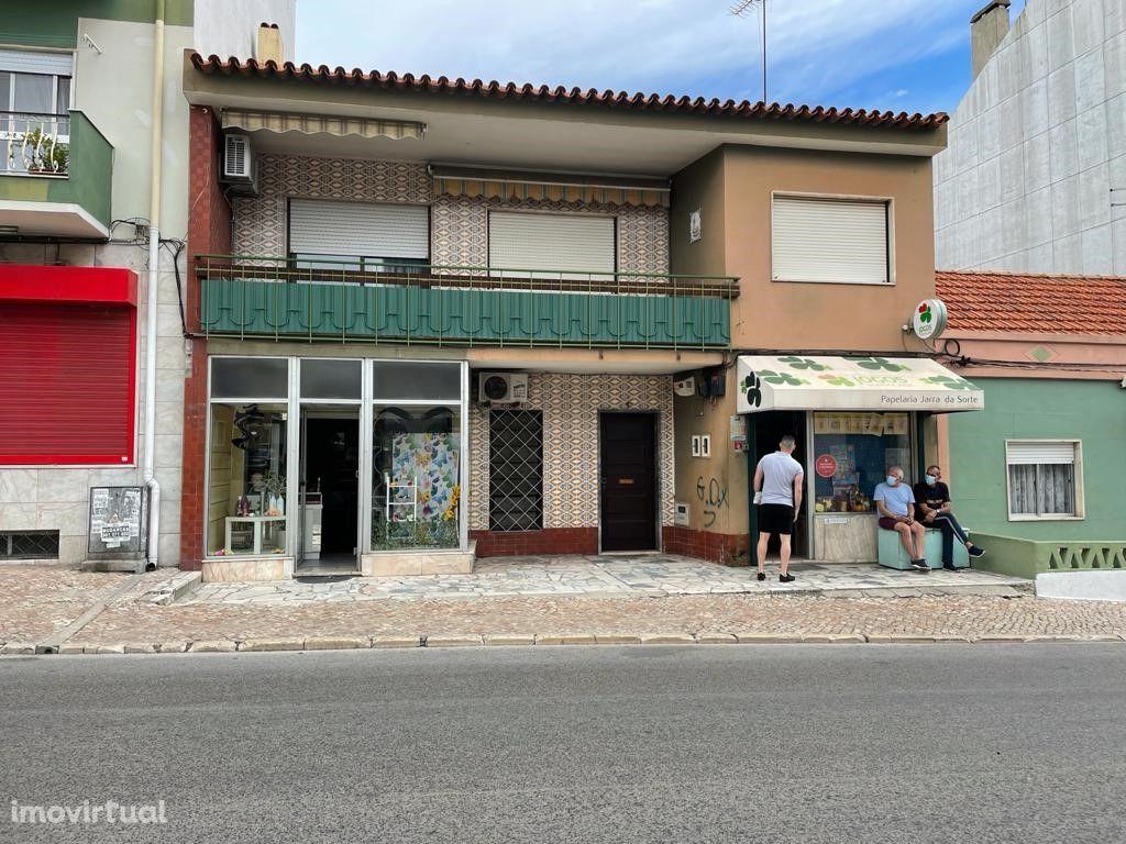 Loja em zona central e comercial na Baixa da Banheira com 47m2