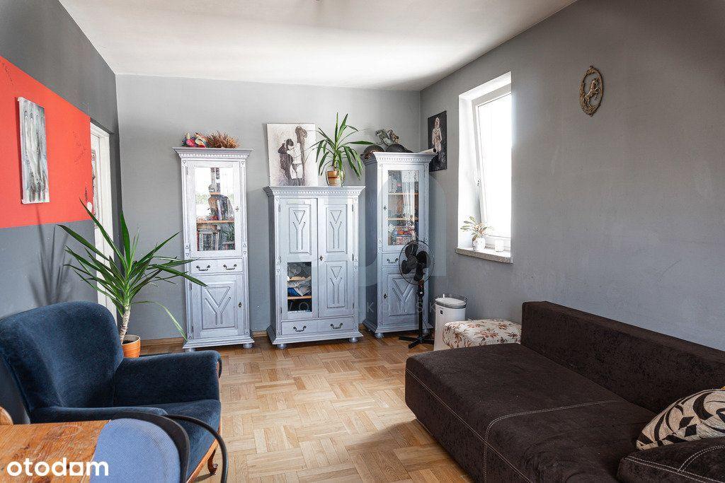 Dwupoziomowe, wygodne jasne mieszkanie