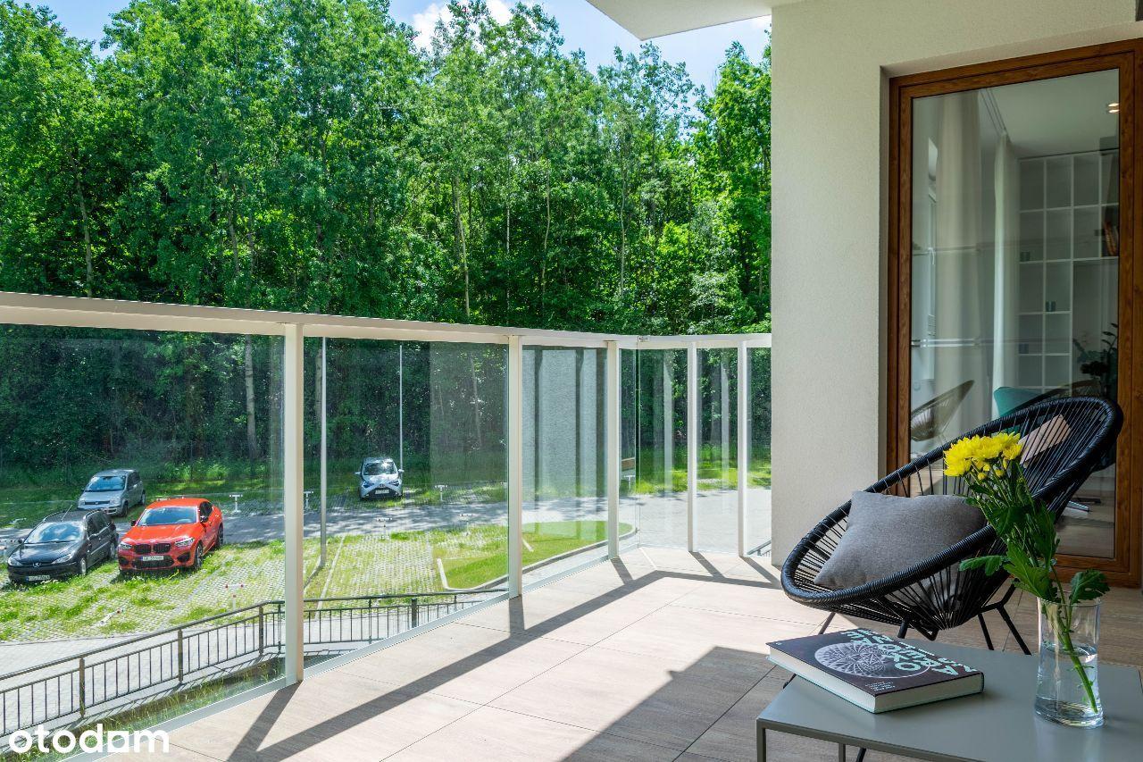 Urządzone mieszkanie, duży balkon - widok na las