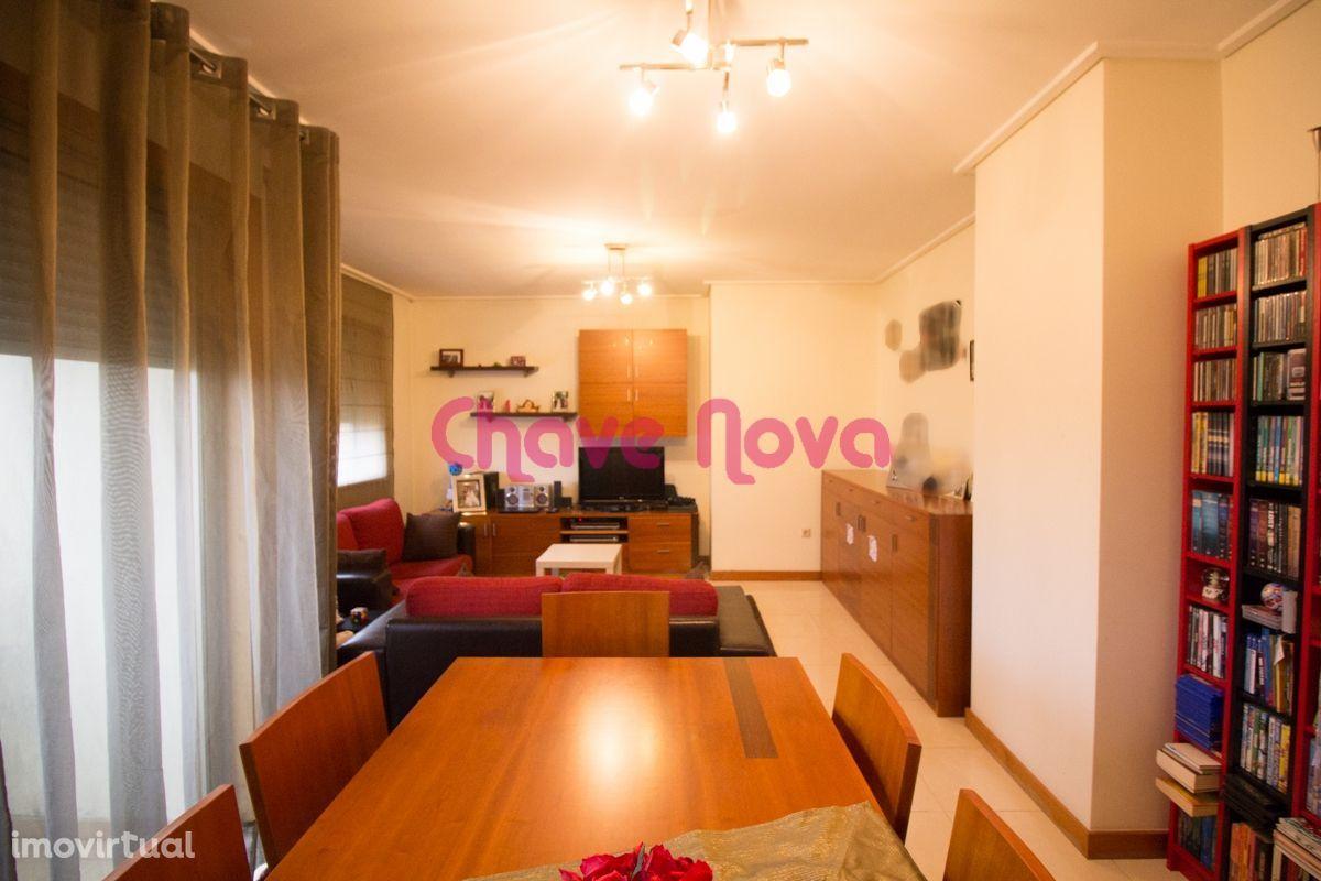 Apartamento T-2 no Cavaco, mobilado, a 2 min do centro da Feira