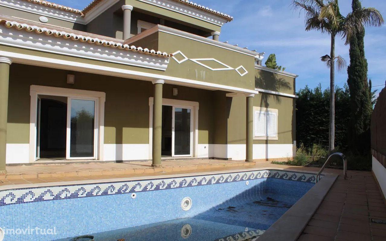ALBUFEIRA - Moradia isolada T3 terreno com 930m2 e piscina privativa