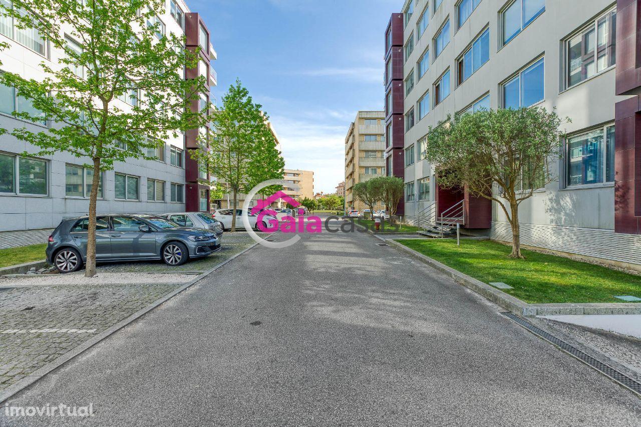Apartamento T4 de luxo com varanda e garagem fechada - Canidelo