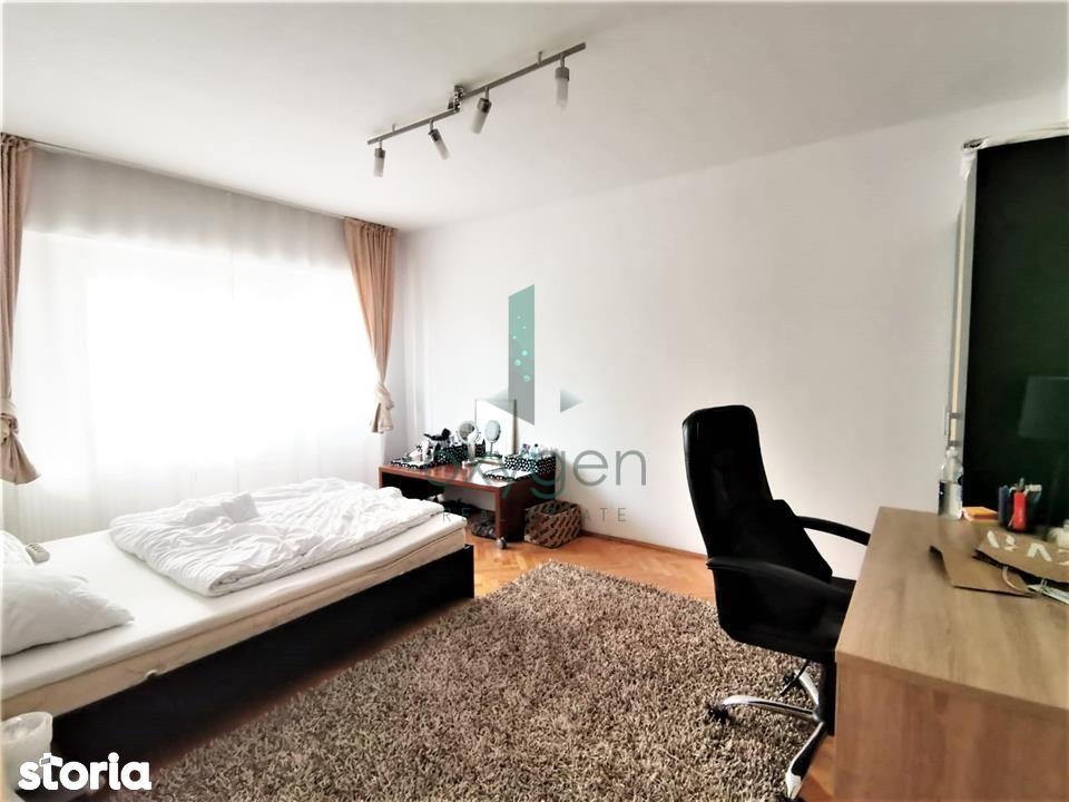 Inchiriere 73 mp, 3 camere decomandate, 2 bai, balcon, zona Titulescu
