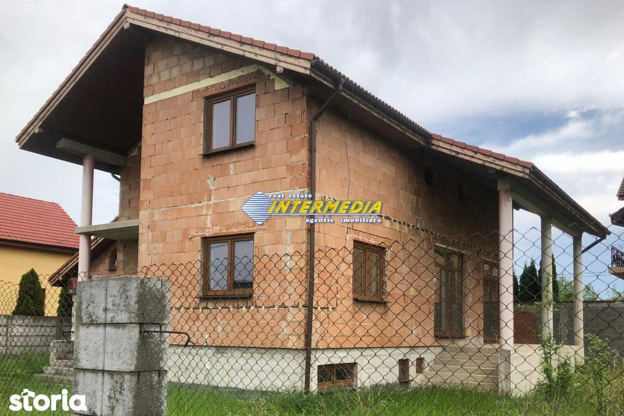 Casa D+P+E la gri cu 1000 mp.  teren de vanzare Alba Iulia Zona