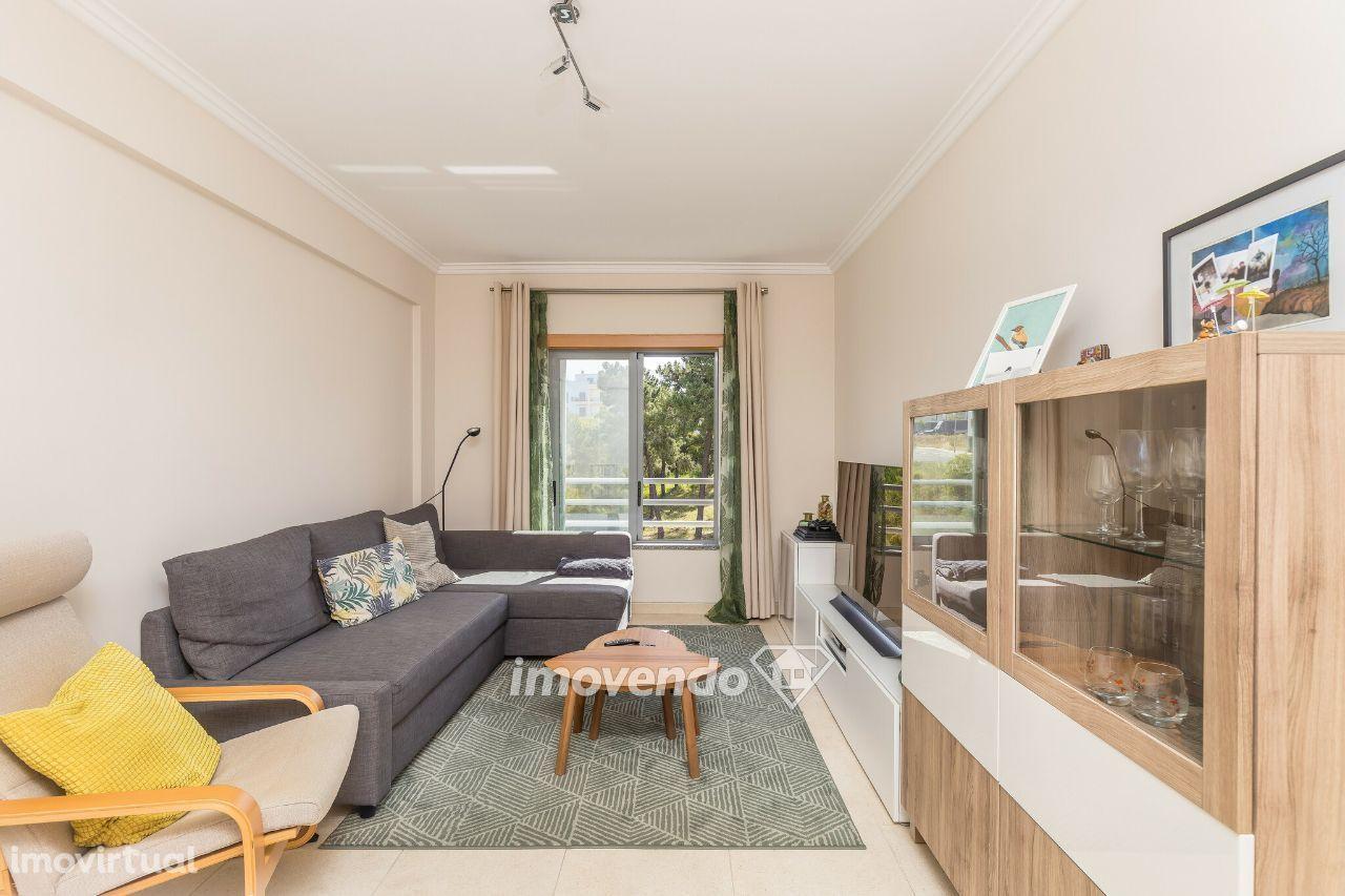 Apartamento T3, com cozinha equipada e arrecadação, em Corroios
