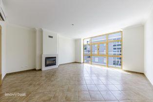 Apartamento T3 novo com garage box