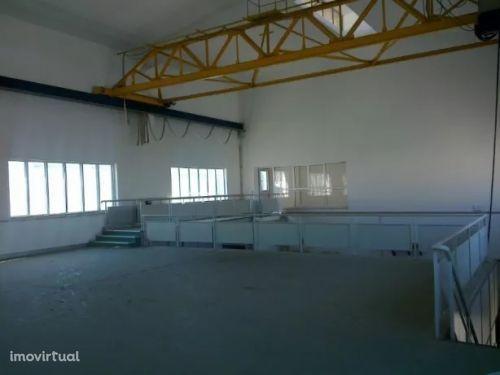 Armazém - ponte rolante - gabinetes - Pedrulha - Coimbra