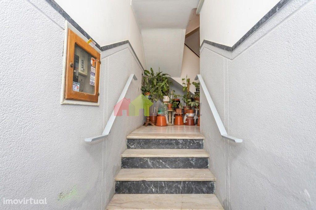 Apartamento T2 Remodelado 2ºandar, Barreiro