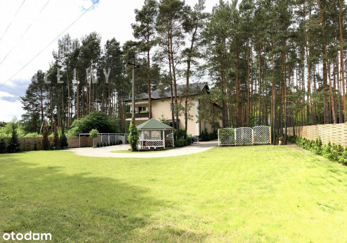 Budynek inwestycyjny w otulinie lasu
