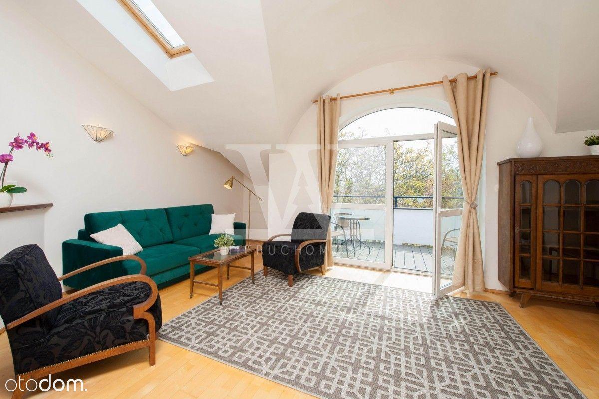 Słoneczny trzypokojowy apartament z kominkiem