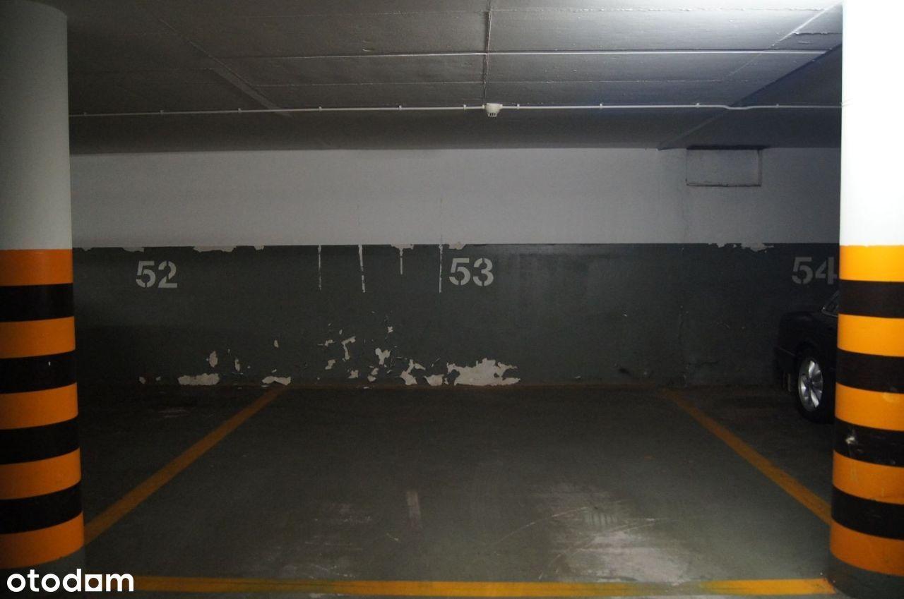 SPRZEDAM BEZPOŚR. m-ce postojowe w garażu 20,16m2.