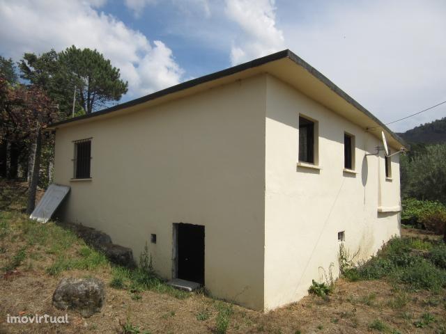 Ruína e casa para restauro ( habitável )