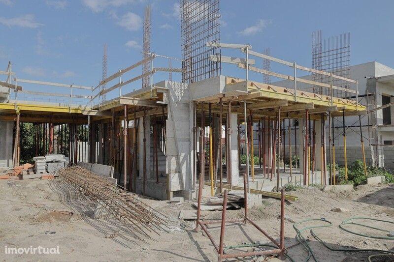 Moradia V3 Geminada em construção Costa de Prata Tornada