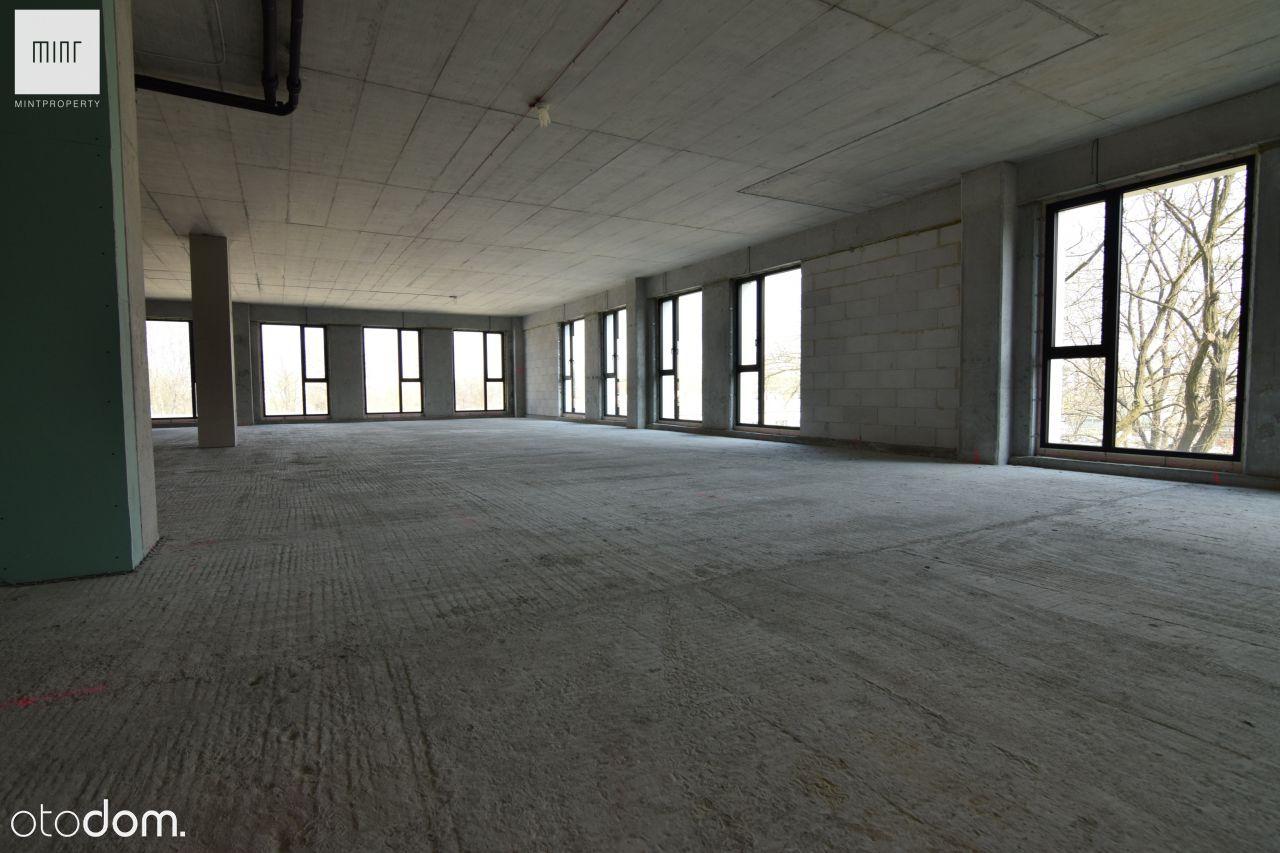 Całe piętro open space w nowym biurowcu, Czyżyny
