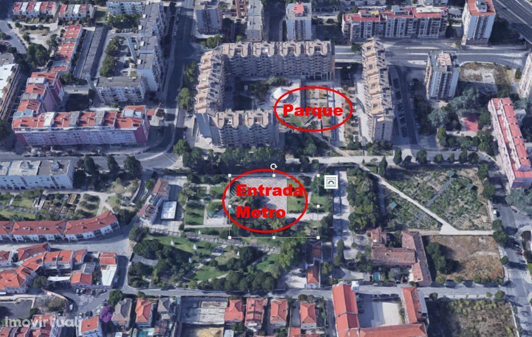 Estacionamento 24H localizado em Telheiras (Praça Central)