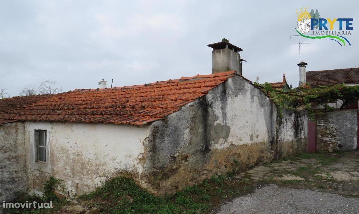 Moradia T2 situada em Soeiro - Castanheira de Pêra - para recuperar