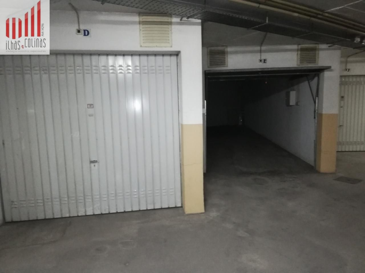 Garagem fechada com 26 m2 - centro do Montijo