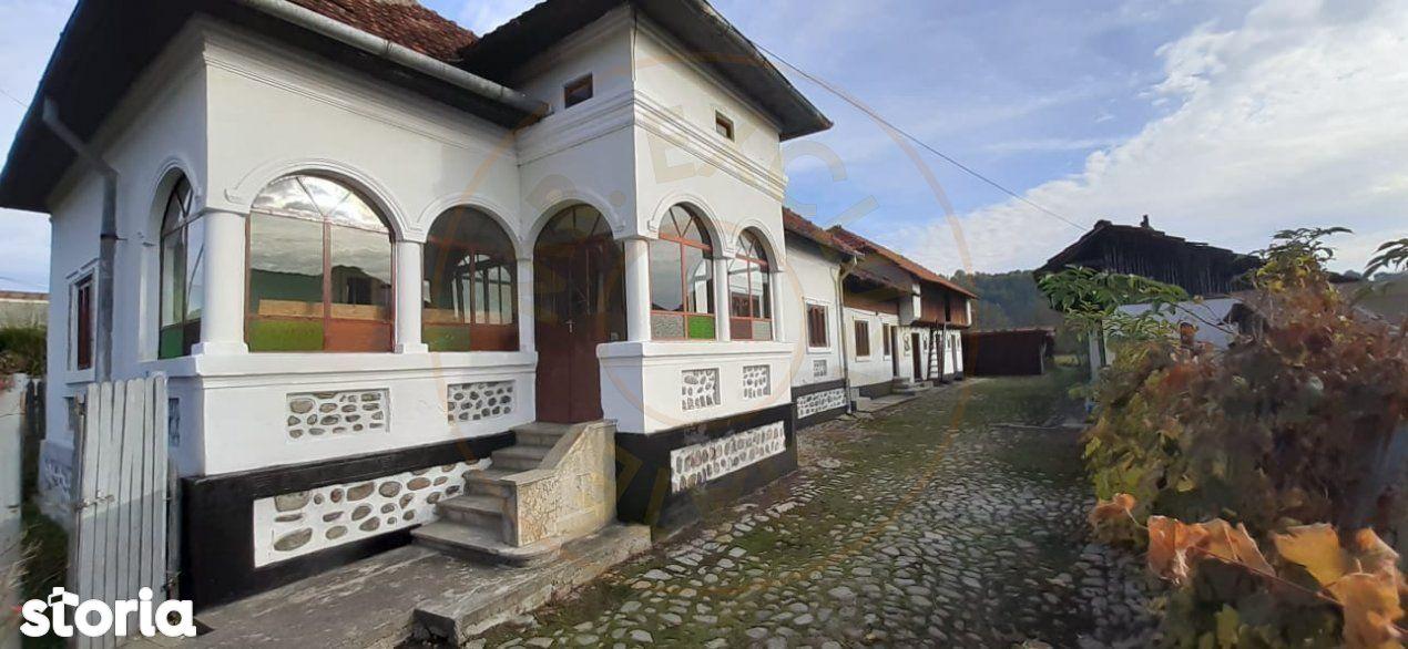 Casa traditionala in loc.Aninoasa, jud. Arges cu 2800mp teren - ZERO C
