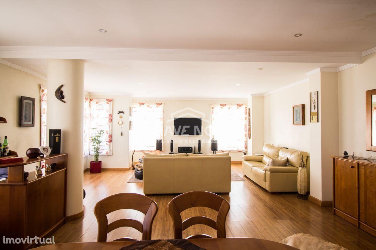 PR - T3 Duplex Rec 2 suites à Av. República / Metro / LIDL / Mercadona