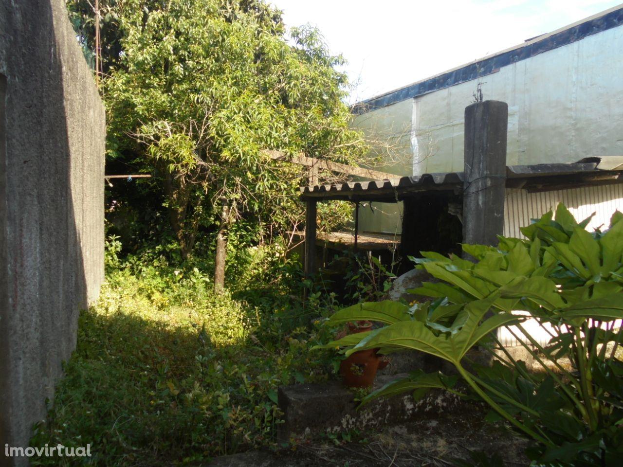 Moradia Jovim / Gondomar com anexos e terraço
