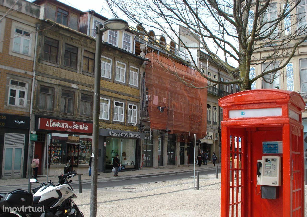 Loja no Porto - Junto ao Bolhão c/ 339 m2 + Logradouro c/ 456 m2