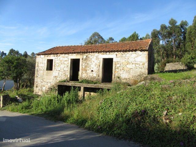 Moradia em pedra para restauro - Nogueira