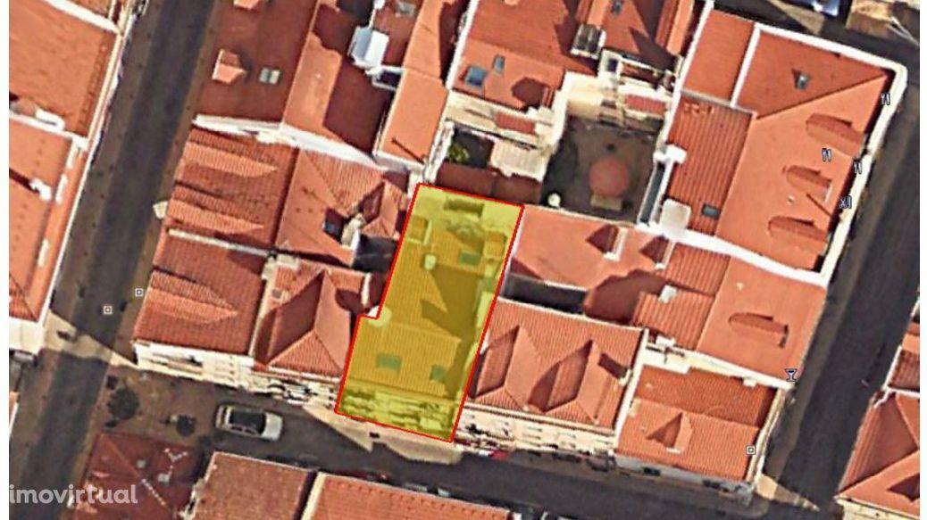 Vendo Prédio no Chiado com 10 apartamentos - 7 Devolutos e 3 ocupados