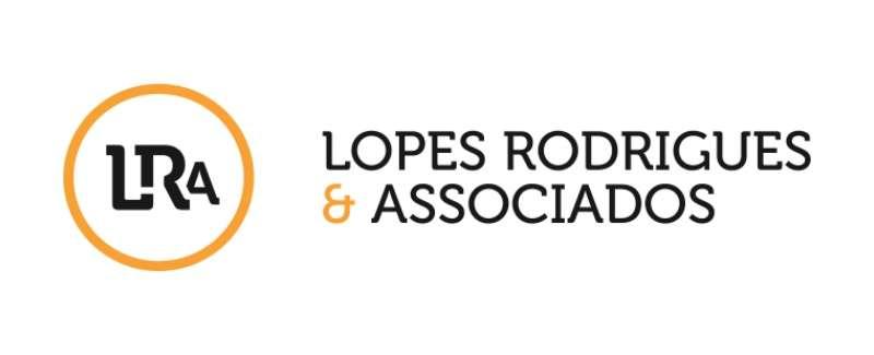 Agência Imobiliária: Lopes Rodrigues & Associados.