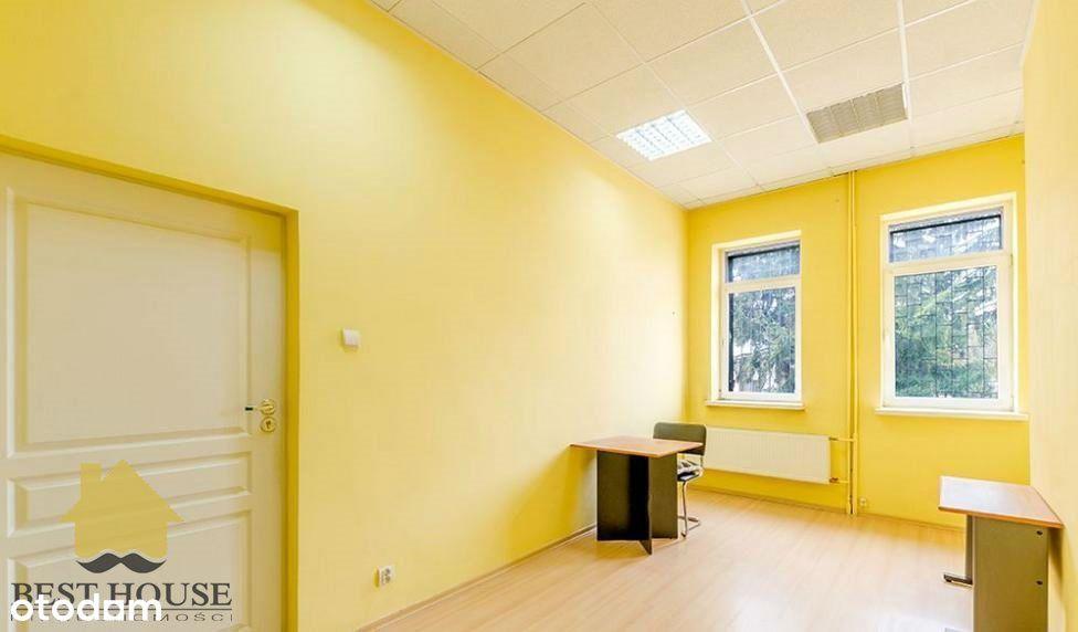 Budynek biurowy z wiatą magazynową w Krasnymstawie
