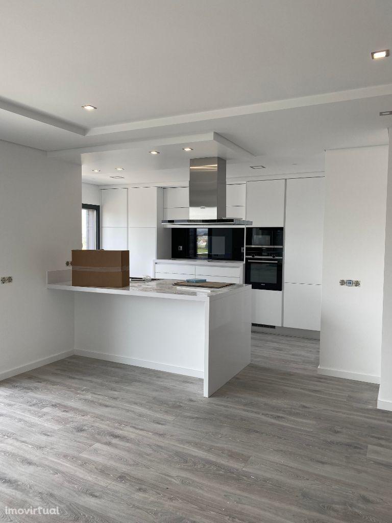 Apartamento T3 Duplex novo - Montijo