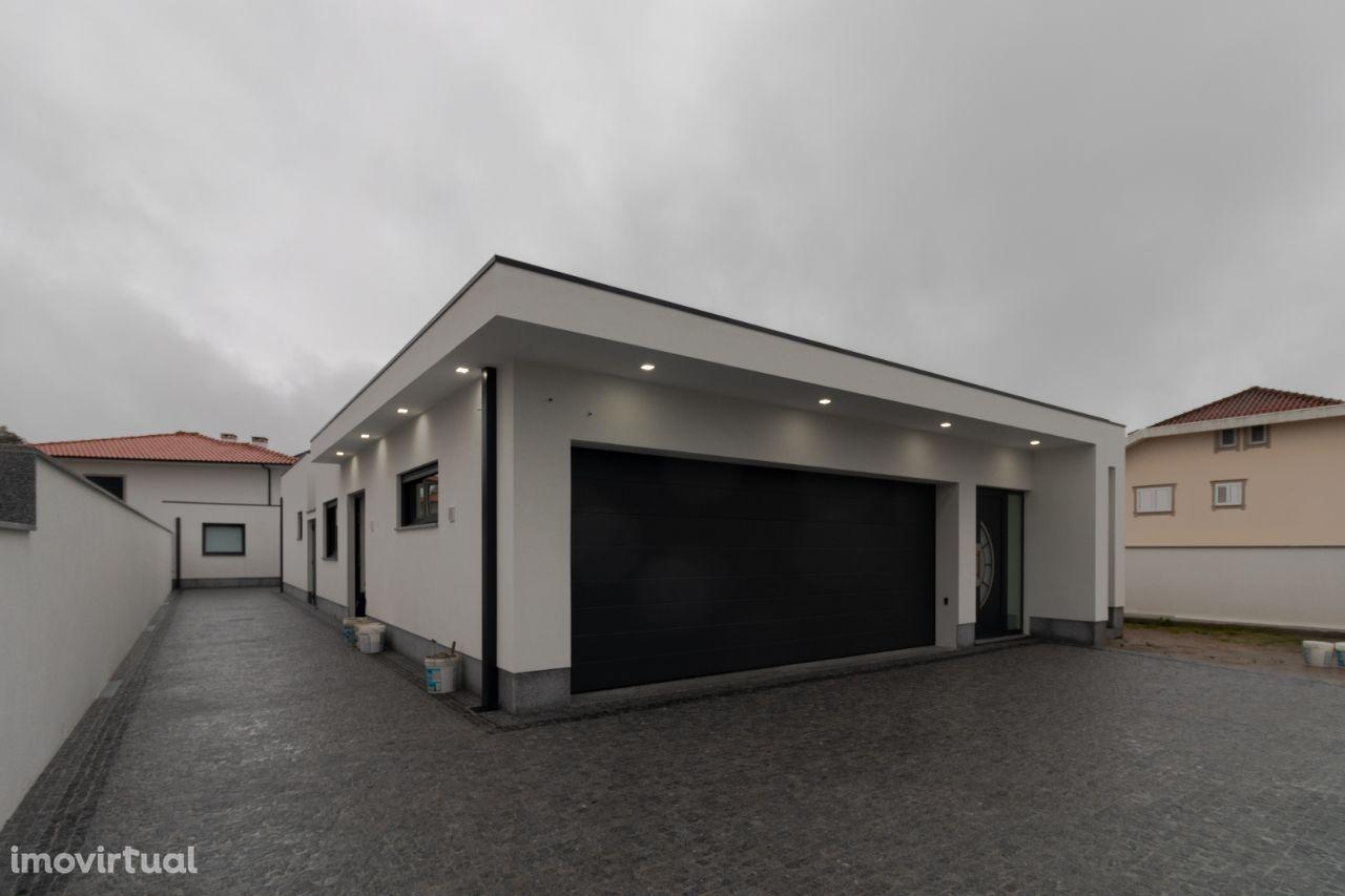 Moradia Isolada térrea, nova T-3 Nova em São João de Ver
