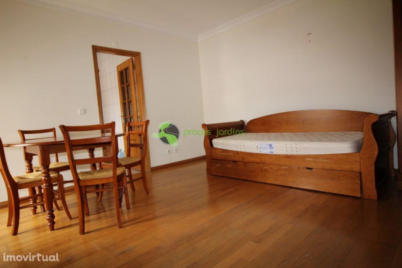 Apartamento T0 mobilado e equipado (flA1186)