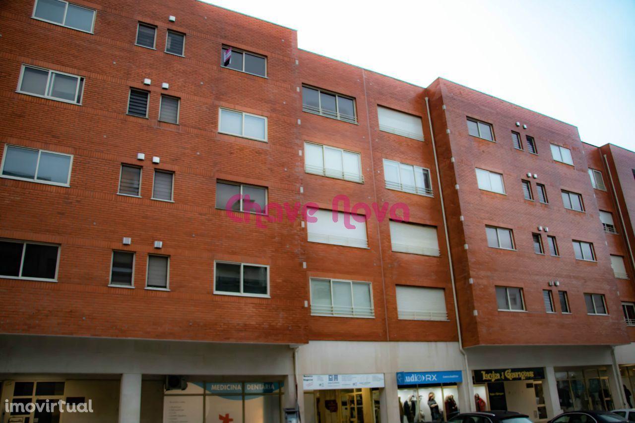 Apartamento T-3 no centro da Feira completamente remodelado