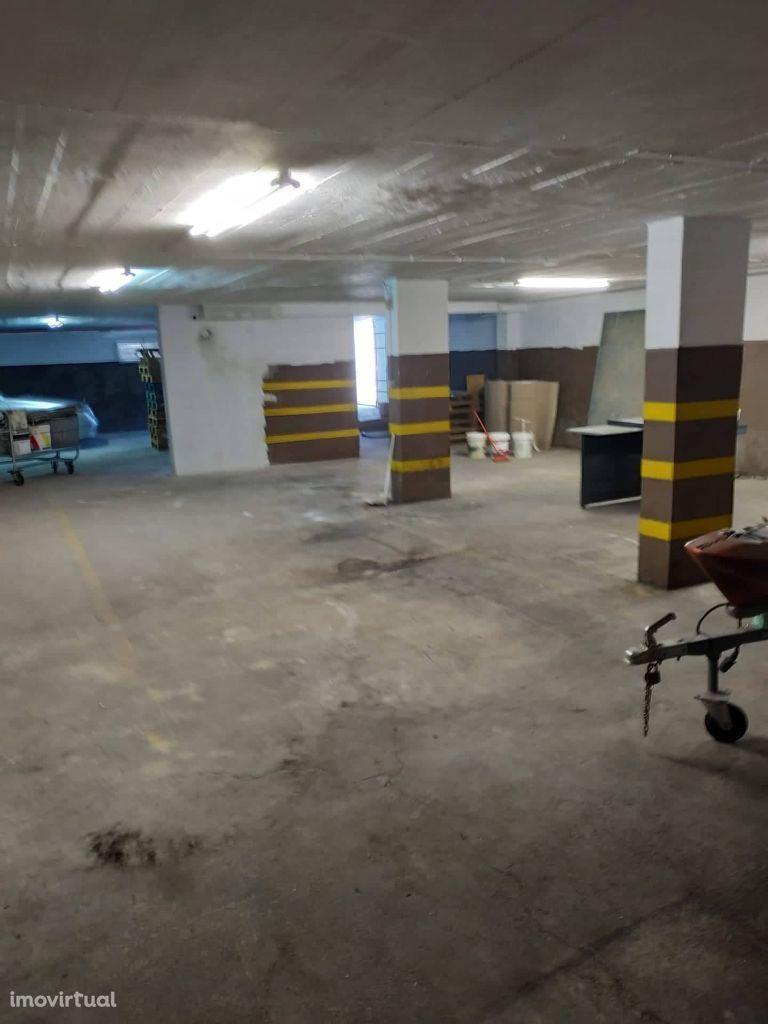 Garagem 185m2 Cova da Piedade