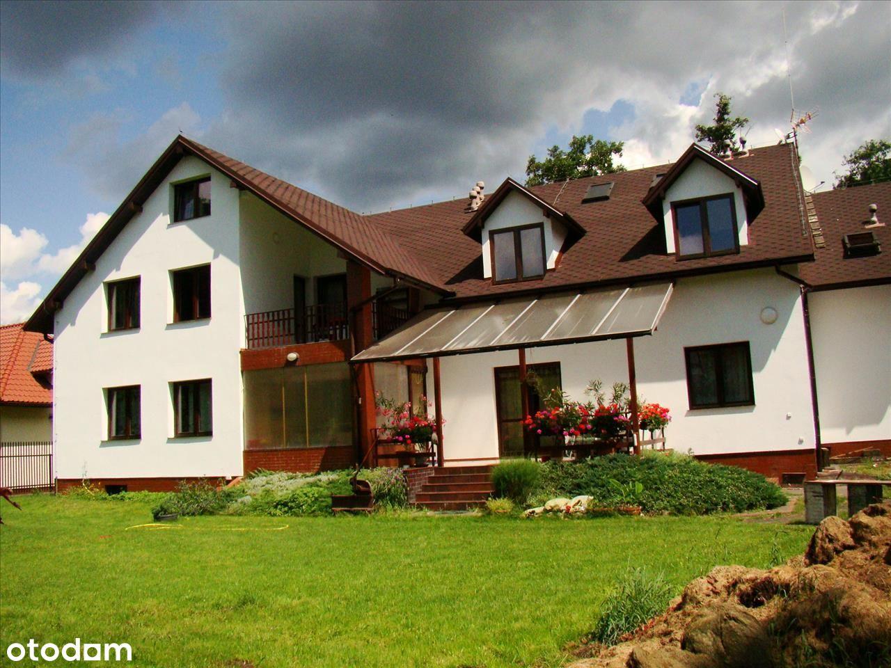 Dwa domy połączone na dużej działce na Białołęce