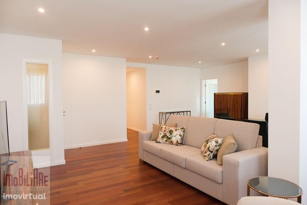 Apartamento T3 novo, à Av. da Boavista