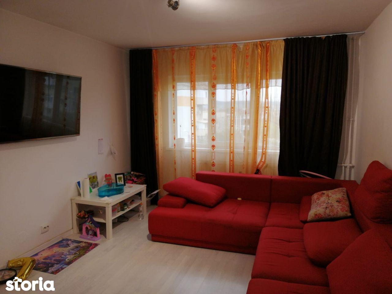 Decomandat , 3 camere , etajul 3/4 , zona Lapus.