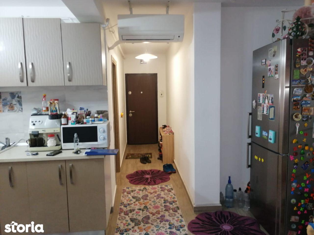 Decomandat , doua camere , etajul 2/3 , zona Piata Mare.