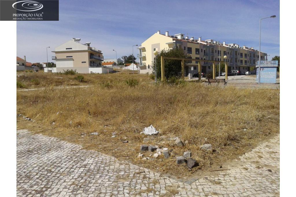 Terreno para construção de 1 edifício para habitação e comercio