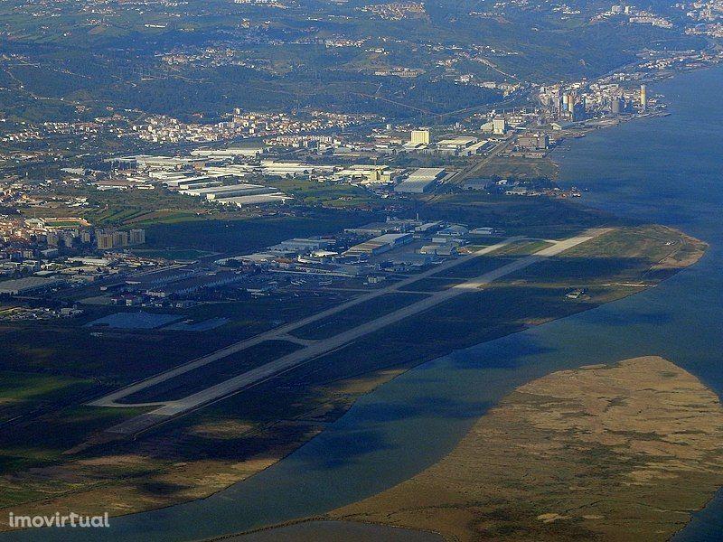 Terreno industrial 33.000M2 (12.900M2 para construção) Alverca