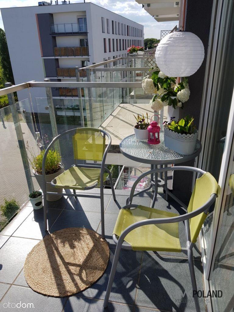 Mieszkanie na wynajem z balkonem i parkingiem.