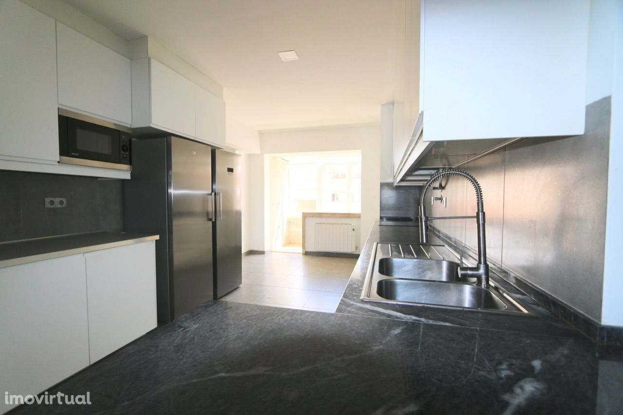 Excelente apartamento T4+1 com 3 salas de estar junto El Corte Inglês!