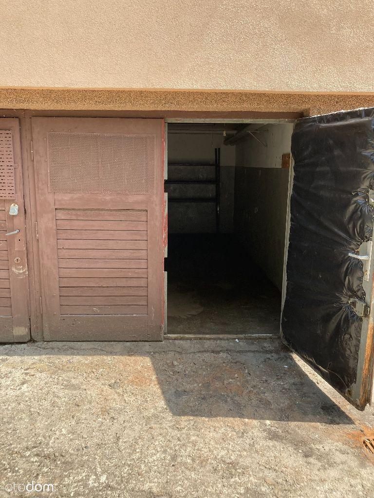 Garaż murowany w wieżowcu