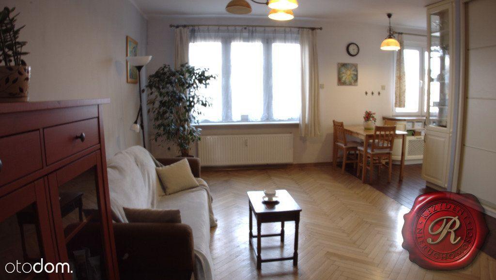 Os. Młodych, 56m², 2 pokoje + salon, cegła, balkon
