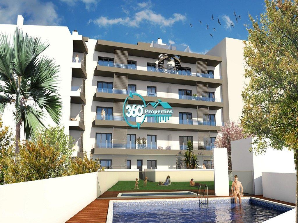 Penthouse T2 novo com piscina e estacionamento