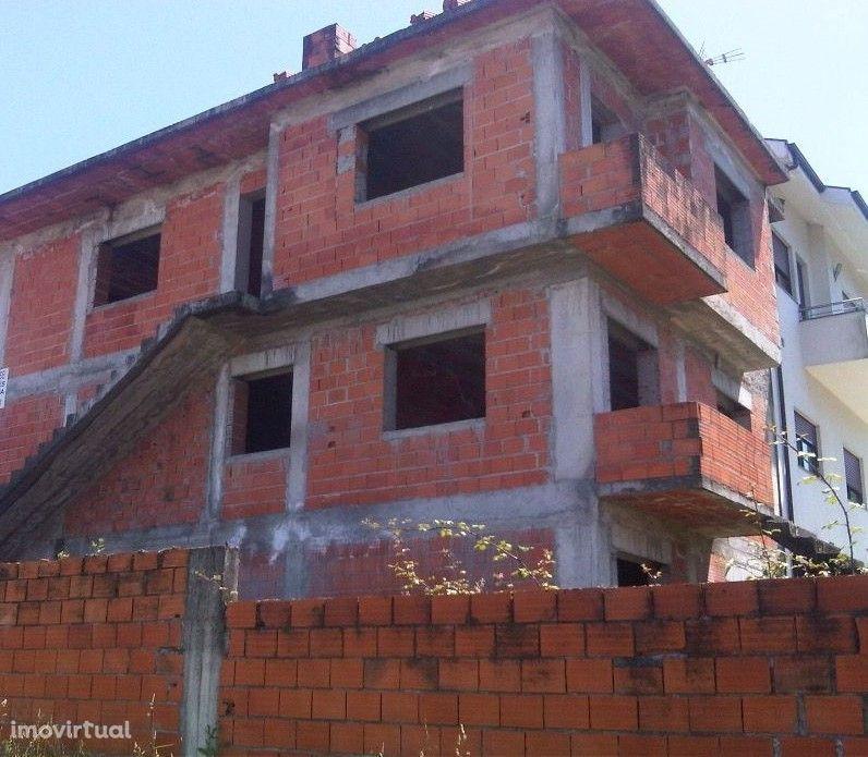 Moradia Bifamiliar em Construção Valongo