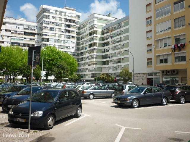 Venda Nova (Junto a Benfica) LOJA 2 pisos c/ 197m2 com arrecadação