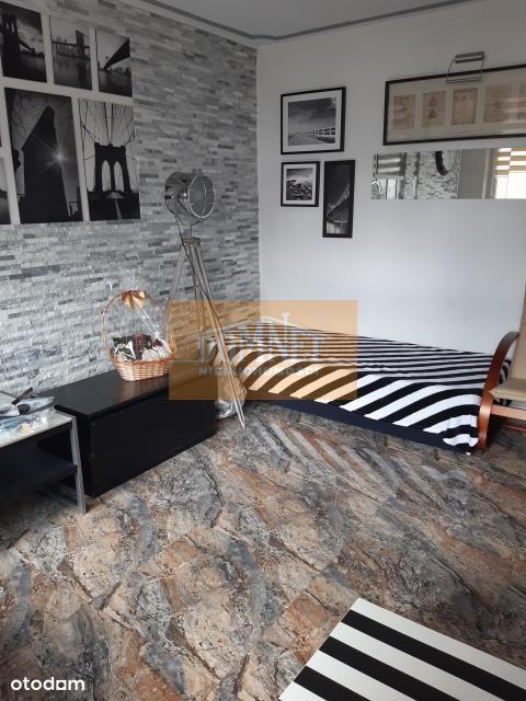 4-pokojowe mieszkanie dla studentek na Bielanach.