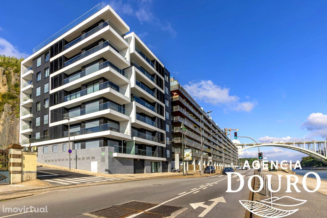 Apartamento T4 à venda em edifício residencial de luxo em Lordelo